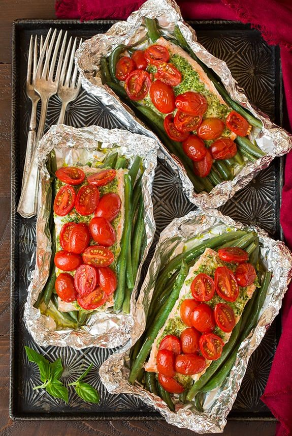 What's not to love about dinners in foil right? Easy to make, easy clean up, and they taste delicious! This Pesto Salmon with Italian Veggies is no excepti