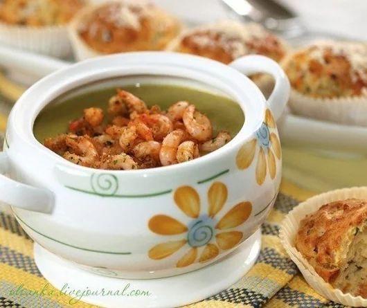 Суп-пюре из зеленого горошка с ароматными креветками | Кулинарные Рецепты