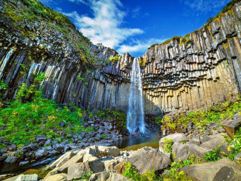 Islande - La chute Svartifoss dans le parc du Vatnajokull