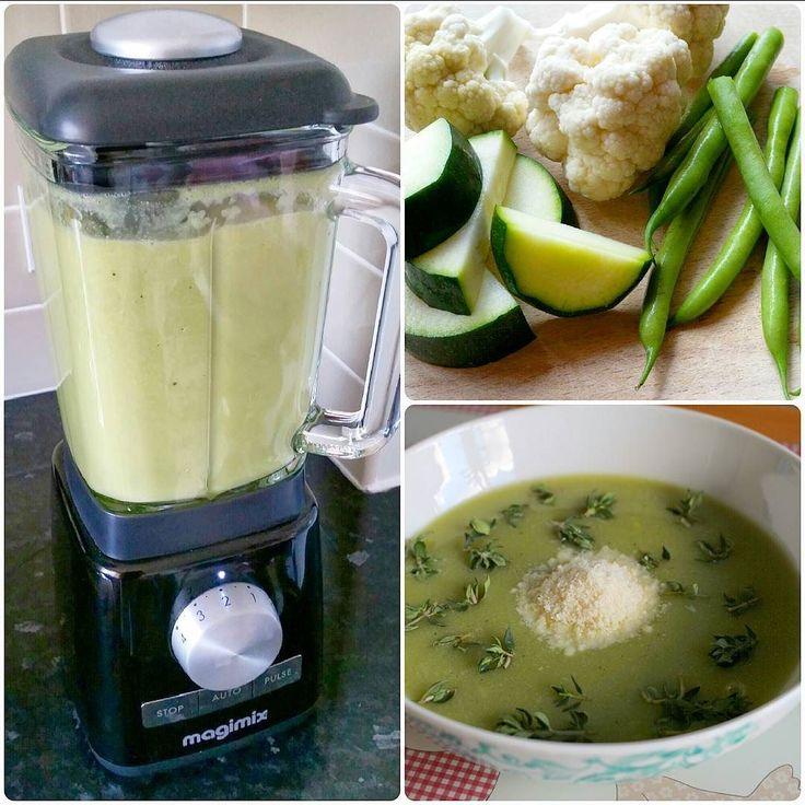 Крем-суп Стручковая фасоль-Цветная капуста-Цукини Приготовление: в кипящую подсоленную воду (или заранее приготовленный куриный бульон) отправляем первой цветную капусту и варим 5 минут; после того как капуста проварилась 5 минут отправляем стручковую фасоль и цукини и варим ещё 5-7 минут (стараемся не переварить овощи чтобы фасоль и цукини не успели потерять свой яркий зелёный окрас); перекладываем овощи в блендер и с небольшим колличеством бульона взбиваем буквально 30 секунд на низкой…