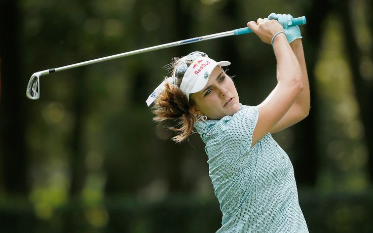 How does Lexi Thompson packs her clubs when traveling abroad.