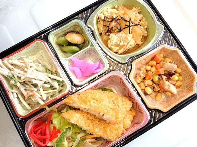 豚肉と玉子とじ煮 白身フライ 鶏五目煮 ゴボウサラダ、漬け物他 - 3件のもぐもぐ - 焼うどん by kurita820
