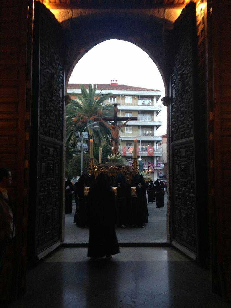 Fotografía de Luis Llorens. Parroquia de San Pedro en la llegada de la Hermandad del Silencio -Ciudad Real- Realizada con móvil