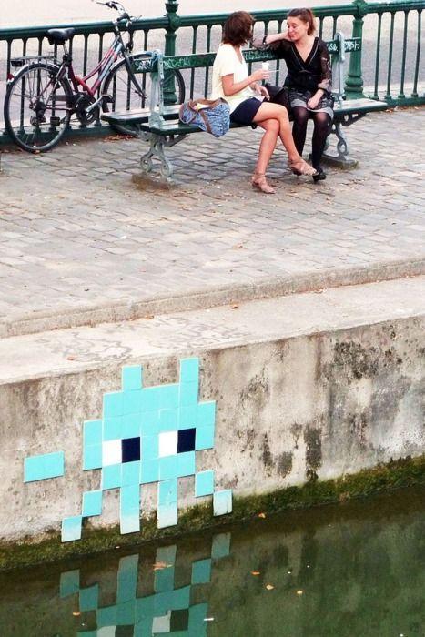 pixel street art / graffiti