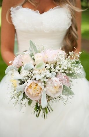 Love the flowersIdeas, Bridal Bouquets, Wedding Bouquets, California Home, Colors, Shabby Chic Wedding Dresses, Flower Gardens, Grass Valley, The Dresses