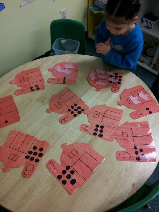 How many pigs go in that barn? Good math folder game for a farm theme lesson