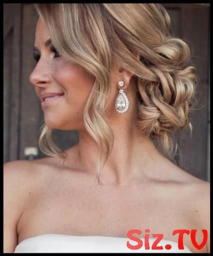 17 Ideas Bridal Hairstyles Elegant Low Buns For 2019 17 Ideas Bridal Hairstyles Elegant Low Buns For 2019 Hairstyles Bridal #lowmessybunwithcurls #ide...