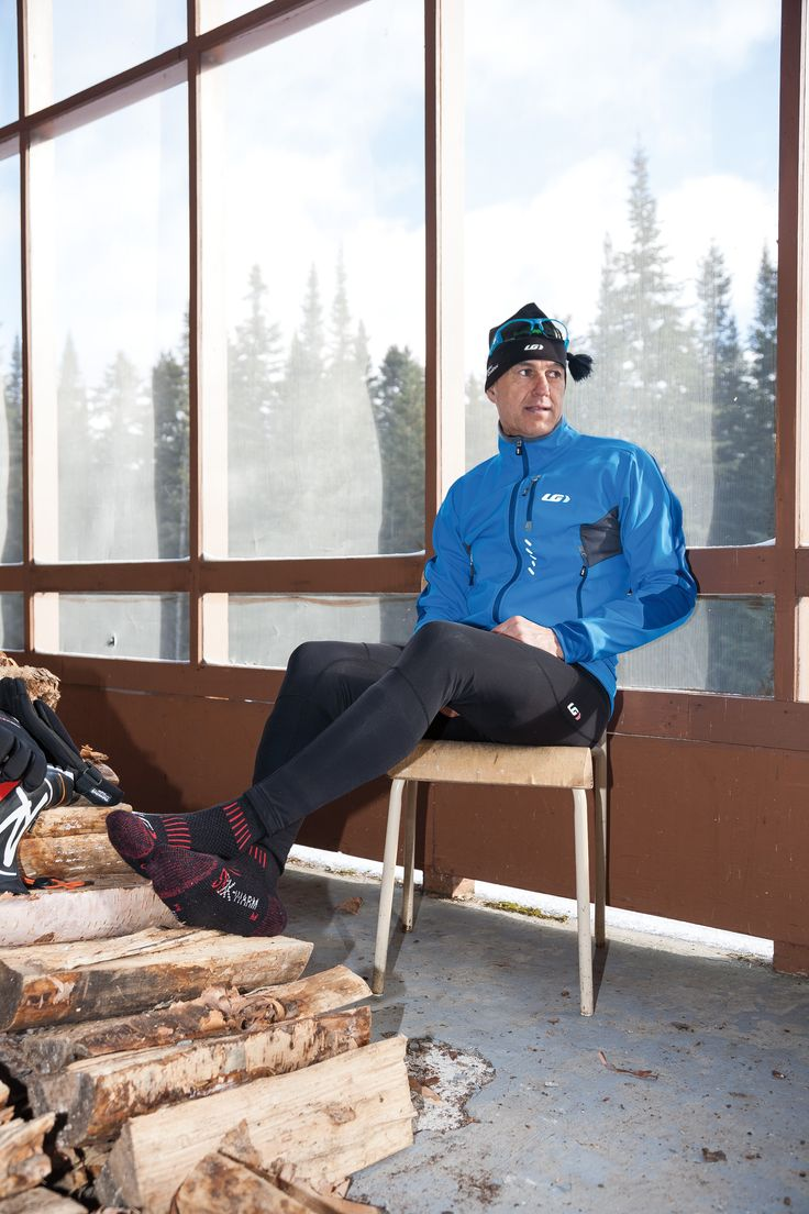 Made with strategically-located technical fabrics, the Enertec Jacket is designed to keep you warm without retaining any unwanted moisture. The jacket's multiple pockets, including a multimedia pocket to channel your device's wires inside the jacket, allow you to comfortably carry all your training essentials. In addition, the 2 front pockets are positioned higher to accommodate a waist belt bag or a baby carrier harness.