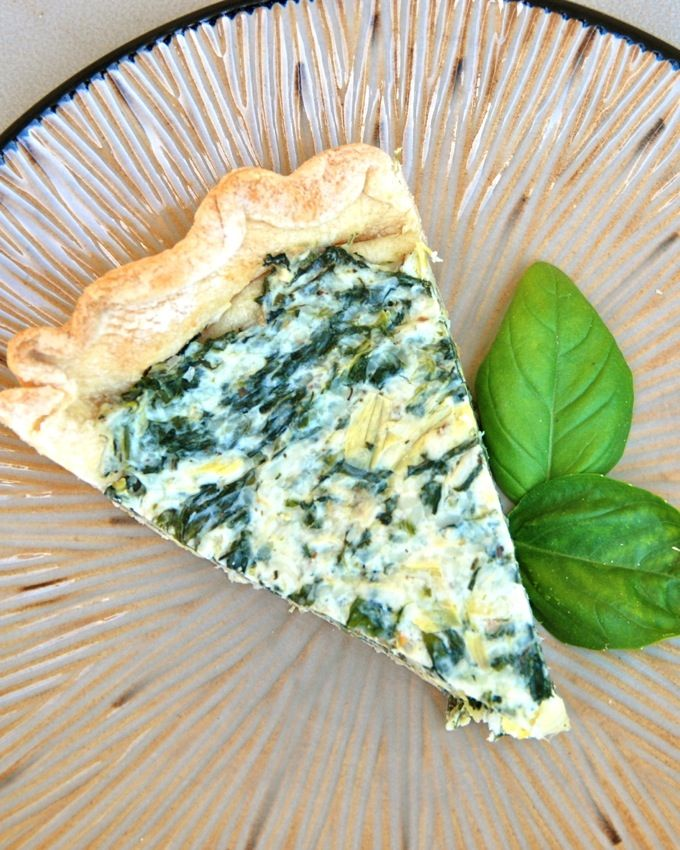 This pretty little Spinach and Artichoke Tart is perfect for spring, Easter or Mother's Day brunch! www.jessfuel.com