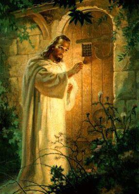 """""""Eis que estou à porta e bato: se alguém ouvir a minha voz, e abrir a porta, entrarei em sua casa, e cearei com ele e ele comigo"""". Apoc 3:20"""