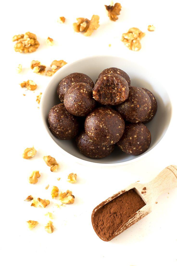 3-Ingredient Raw Cacao Bites | http://simpleveganblog.com/3-ingredient-raw-cacao-bites/