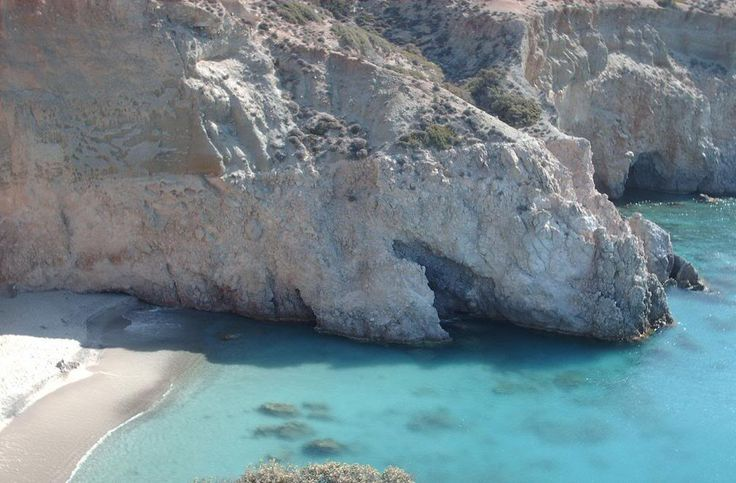 11 Tsigrado beach, Milos island