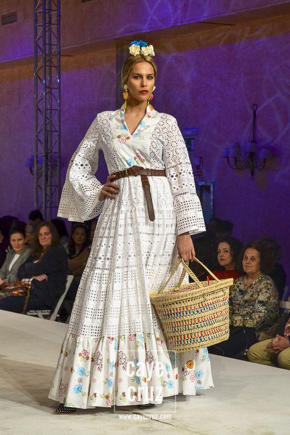 c026dbed0 25 trajes para ir a la Romería del Rocío 2018 | CayeCruz | Falda en ...