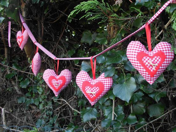 Gingham fabric heart garland by peacockinapeartree on Etsy, £10.00    I made this one!