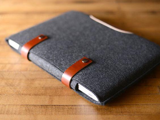 MacBook Pro Sleeve houtskool vilt en bruin door byrdandbelle