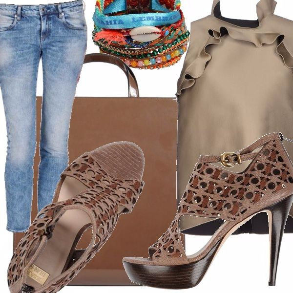 Jeans a gamba stretta cinque tasche, top smanicato con galette color tortora, sandali con tacco alto e plateau in tessuto intrecciato bicolore sui toni del marrone, borsa grande in pelle marrone, bracciale multicolor con perline e nastri.