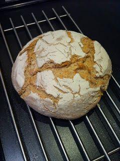 Til vores gæster i dag har jeg bagt dette lækre og rimelig simple brød. Brødet er hævet i en skål drysset med mel og bare vippet ud på ...