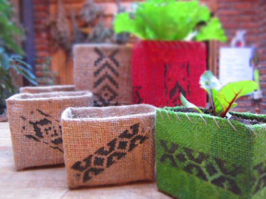 Macetas hechas con cagas de TetraPak y retazos de yute