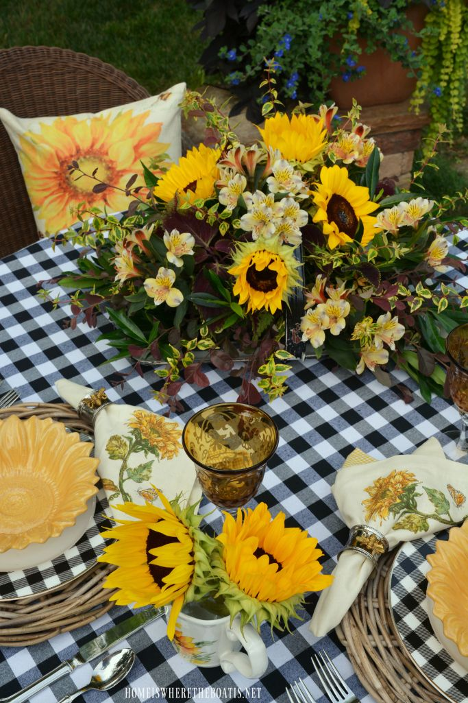 Lakeside Table With Sunflowers And Black And White Summer Table Decorations Sunflower Centerpieces Summer Table Settings