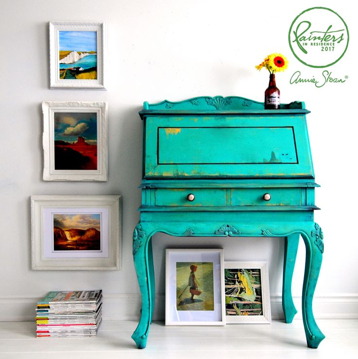 This stunning bureau was painted by Annie Sloan Painter in Residence Ildiko Horvath and inspired by the hydrangeas in her garden in Ontario, Canada. Ildiko used various Chalk Paint® by Annie Sloan colors, including a mixture of Florence and Pure to get that boho turquoise color, plus little pops of Arles, Amsterdam Green and Olive to create a stunning finish.