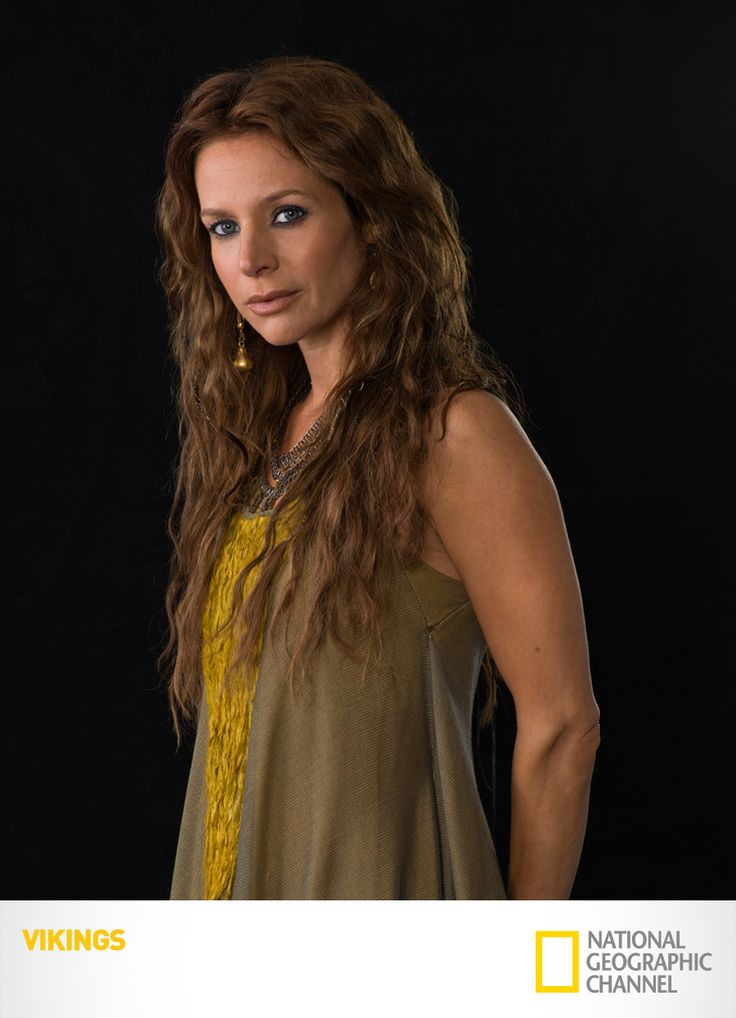 "Jessalyn Gilsig é ""Siggy"". Vikings. #Vikings www.natgeo.com.br/vikings"