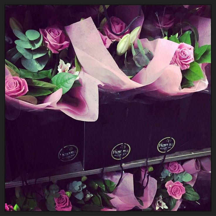 Who would you like to send one of our stunning gift bags to? #flowers #ireland #roses #pink #Wednesday #wednesdaymotivation #gift #giftideas #dublin #galway #gorgeous #smile #picoftheday #followme #follow4follow