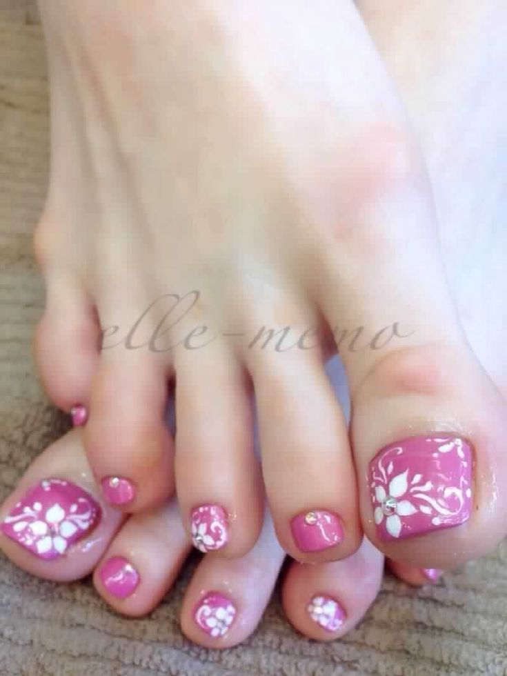 Pedicure #nailart http://hubz.info/95/international-body-painting-festival-new-york