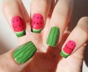 Uhas decoradas com melancia