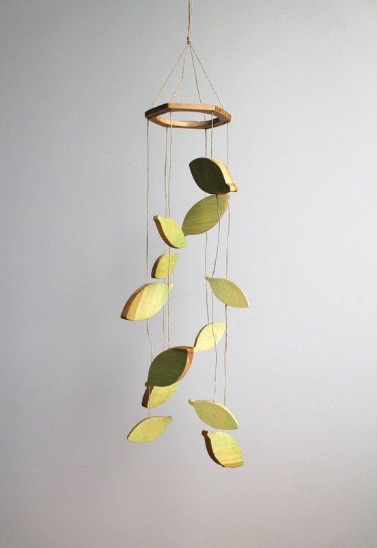 Mobile feuilles vertes chambre de bébé nature par AtelierSaintCerf
