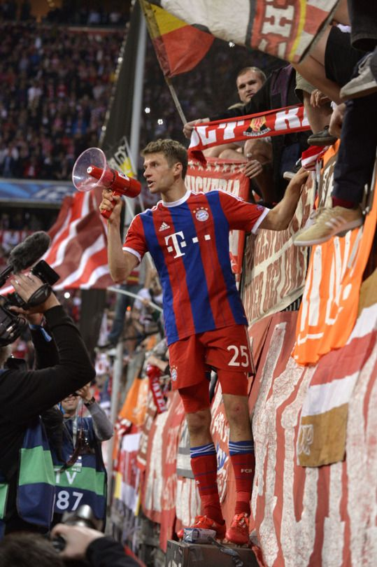 The greatest picture ever. Thomas Müller loves the Bayern fans so so much. And his shorts crack me up lol