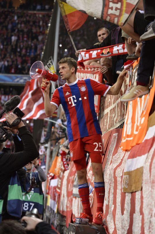"""""""Beim FC Bayern ist ein Haifischbecken. Da muss man den Haien eben auch ab und zu einen Fisch hinwerfen."""" Thomas Müller"""