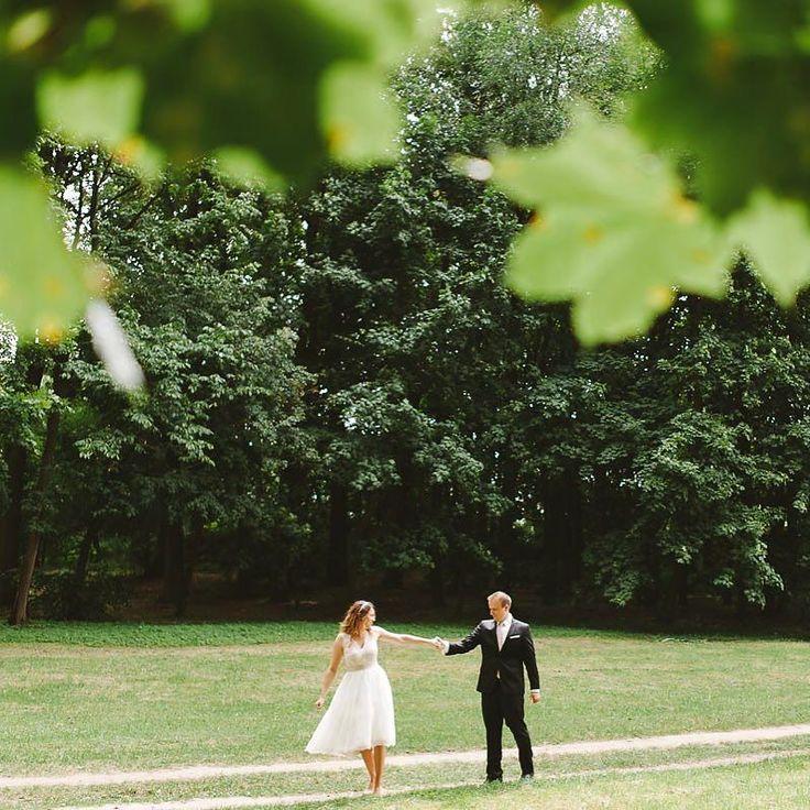 Nie ważne co jest za oknem liczy się to że mamy je w sercu  . #slub #ślub #bridestyle #sun #brideandgroom #wedding #weddingideas #bride #groom #fineartwedding #luxury #fineartphotographer #bridestyle #instagood #instabeauty #instalike #instawedding #instacool #pictureoftheday #sunlovers #slubnaglowie #weddinginspiration #weddinginitaly #fotografslubnywarszawa #jamstudiopl
