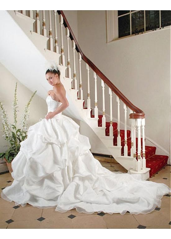 Fashionable Strapless Sleeve Sleeveless Inverted Basque Full Length Ball Gown Cathedral Wedding Dresses