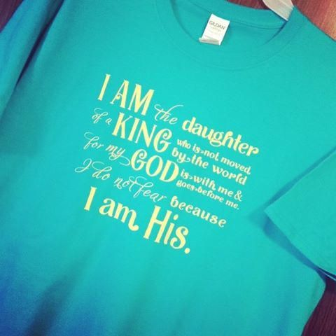 I Am The Daughter Of A King T-shirt God Is With Me I Do Not
