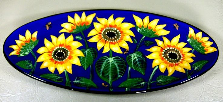 Sunflower bread plate, an old pattern painted by artist Geoff Graham at Cinnabar Ceramics, Vallejo, CA (Formerly Ukiah, CA)