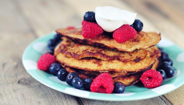 heerlijke havermout pannenkoeken die perfect zijn voor de sporter. Samen met vers fruit en een schepje yoghurt een gezond ontbijt dat je voorziet van energie. Evt banaan vervangen door peer