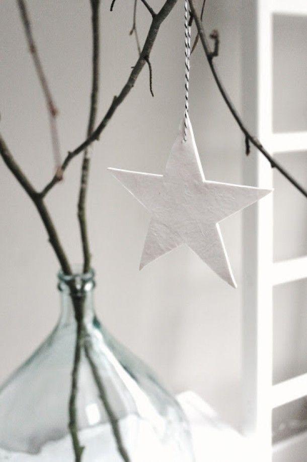 Witte kerstster hanger | Meer versierideeën: http://www.jouwwoonidee.nl/?s=kerst