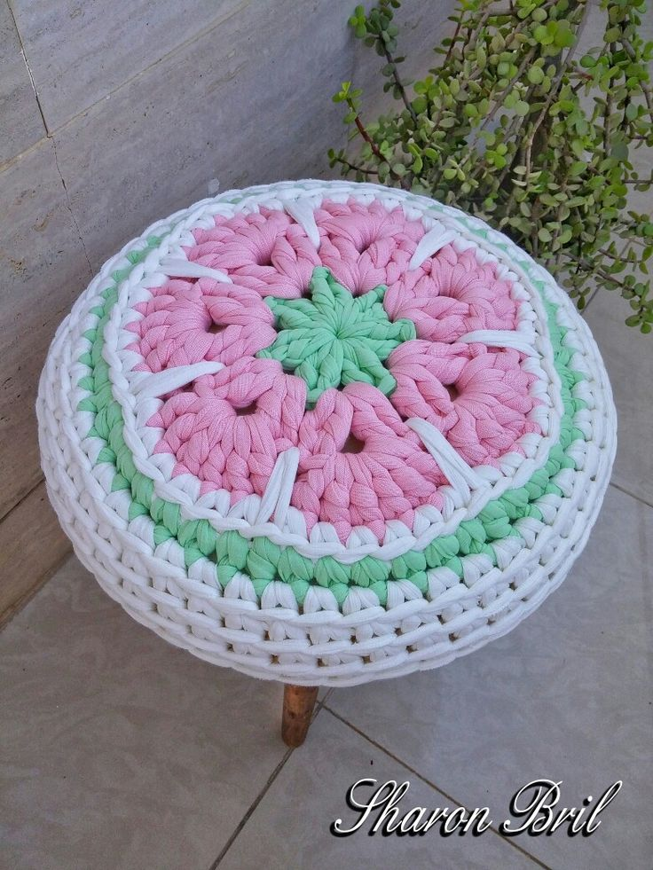 Crochet stool cover                                                                                                                                                                                 Más