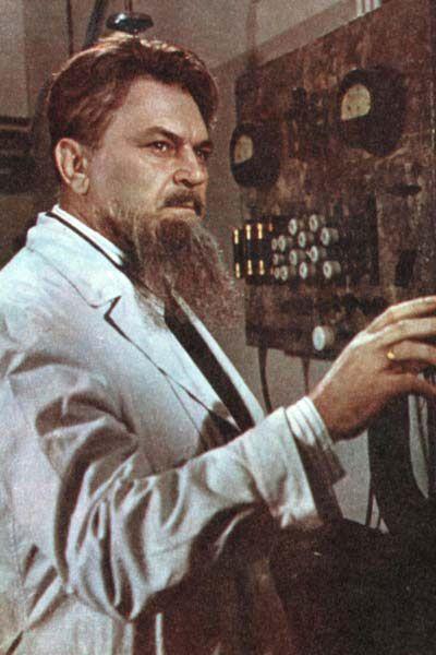 академик Курчатов в «Выборе цели» (1975, режиссера И. В. Таланкина),