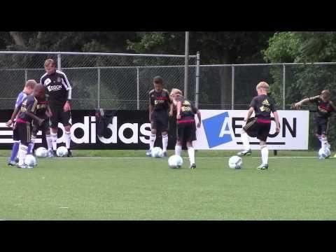 Séance entrainement football - AJAX AMSTERDAM Ecole de foot - Travail technique - Méthode Coerver - YouTube