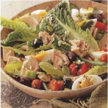 Salade de thon, tomates, oeufs et haricots verts