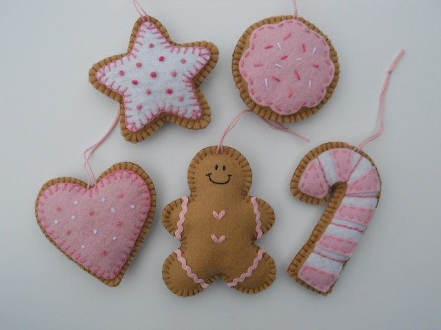 Felt #Christmascrafts gingerbread inspired pinks and whites these are adorable little handmade diy Christmas tree decorations. We carry all your supplies check us out www.stuff4crafts.com