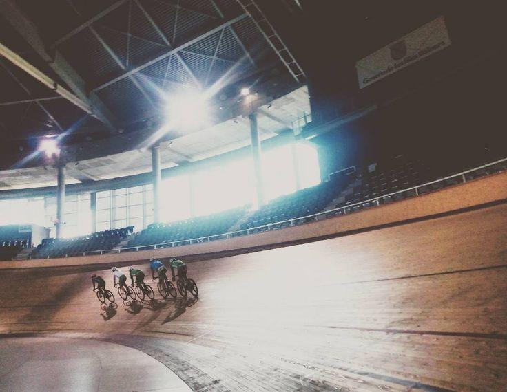 Cycling ireland track training. Photoby@laubrunot #track #pista #velodromo #trackcycling #phototrack #mallorcatrack #ciclismoenpista #mallorcacycling #ciclismo #cycling #photocycling #tracktraining #cyclingireland #palmaarena #sport #mallorcasport #enjoycycling #lovetrackcycling by laubrunot