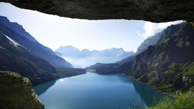 Lake Oeschinen · any season ·2.5h TR ·0.5h HT
