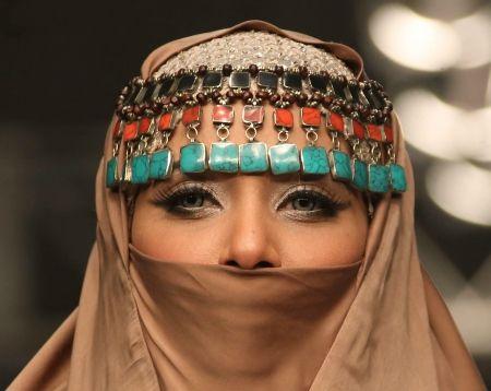 Какви са критериите за женска красота, коя е най-красивата жена? Отговорът е много относителен, защото всяка нация и етнос имат свои представи за това. Античната богиня на любовта Афродита вероятно няма да се хареса на днешните модни дизайнери, а �