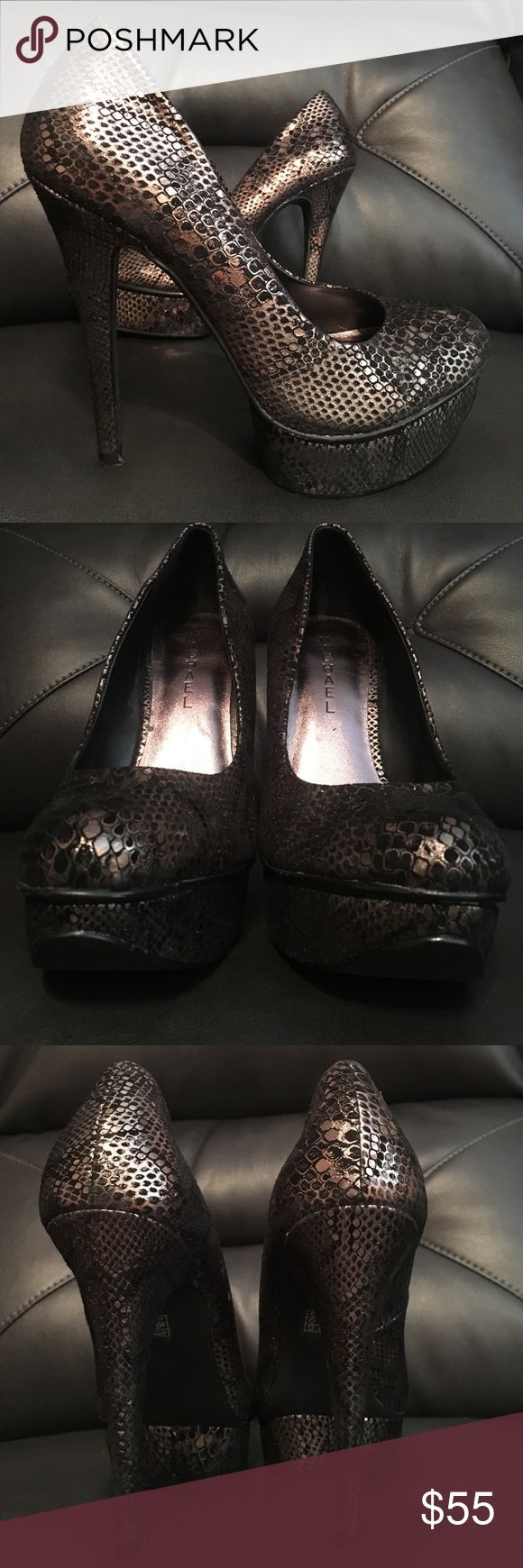 MICHAEL Super Sexy Pumps!! MICHAEL Snakeskin style shoes!! Super fun! Super Sexy! Great condition! Barely worn.. Very little wear.. MICHAEL Shoes Heels