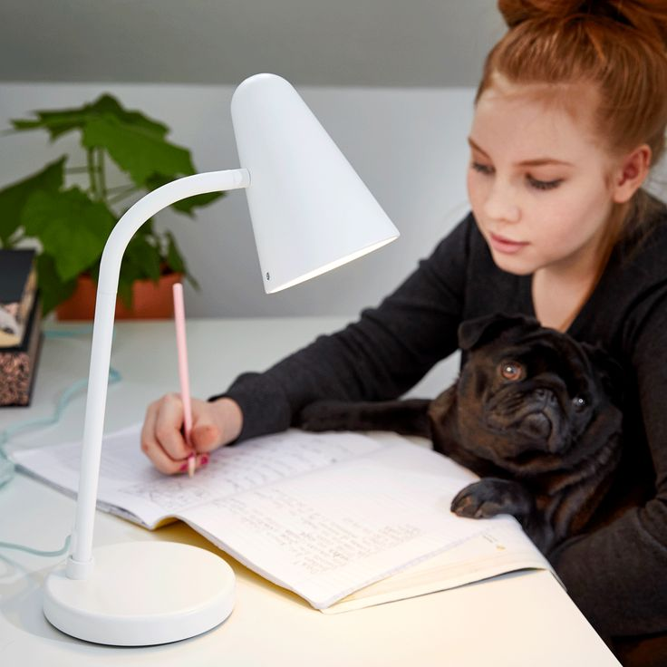 Unele lecții pentru școală devin prea grele și se transformă în povești de adormit copii. Ajută-i pe cei mici la teme pentru a avea mai mult timp pentru voi. Descoperă mai multe soluții pentru stilul tău de învățat de aici: www.IKEA.ro/inapoi_la_scoala