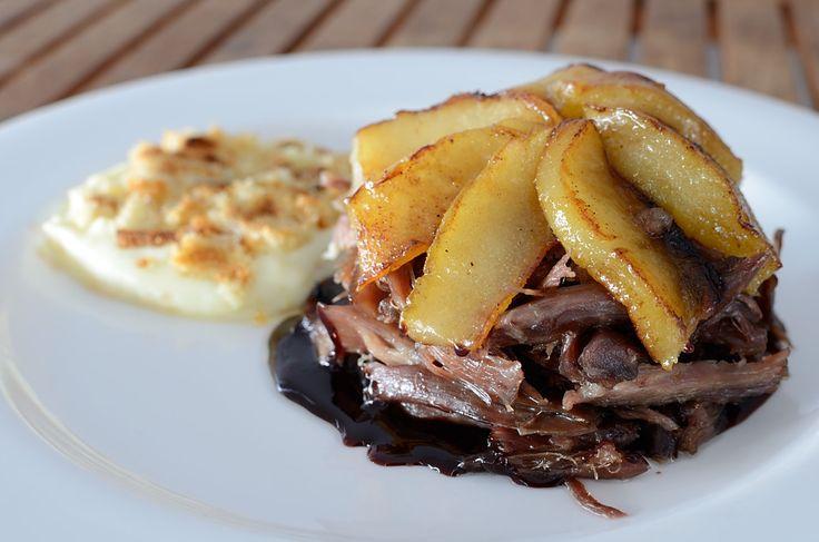 Confit de pato con peras, salsa de Oporto y parmentier
