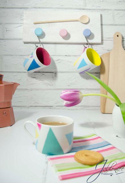 Pastelowe szaleństwo, czyli jak pomalować kubki w modne trójkąty. DIY dla każdego