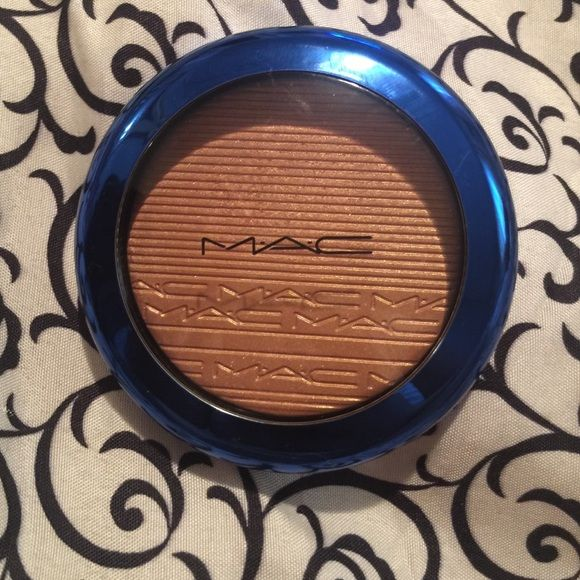 Mac highlighter Shaft of Gold. Swatched only. Will come with box. Limited edition. MAC Cosmetics Makeup